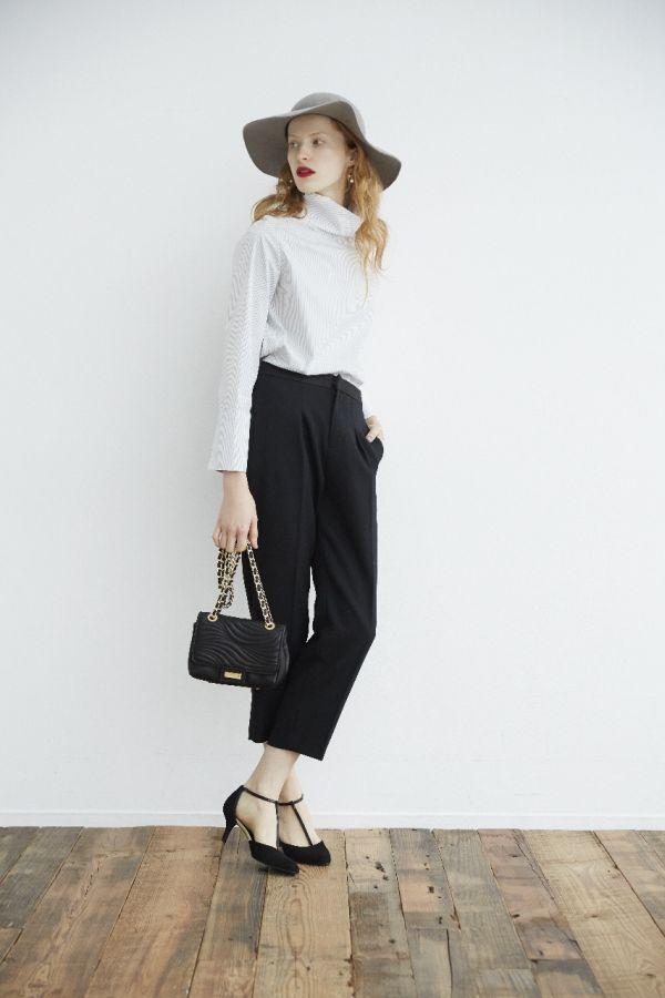 「白黒ファッション」を華やぎコーデに仕上げる