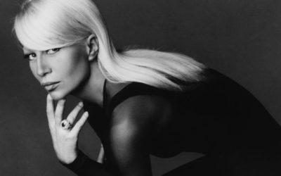 「VERSACE(ヴェルサーチ)」が写真集と銀座店1周年記念アイテムを発売