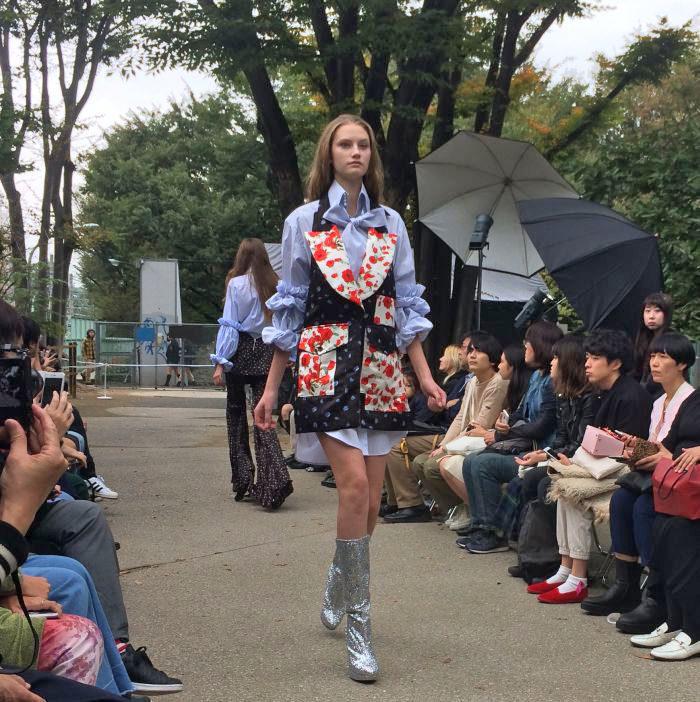 「AKIKOAOKI(アキコアオキ)」2017年春夏東京コレクション