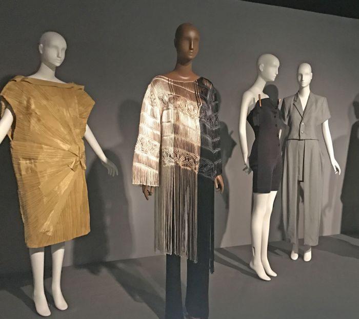 アフリカ系デザイナーに光を当てた「Black Fashion Designers」展