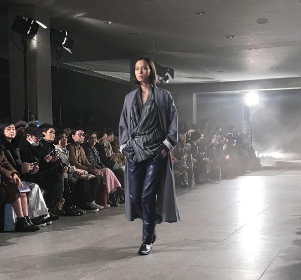 「matohu(まとふ)」2017-18年秋冬東京コレクション