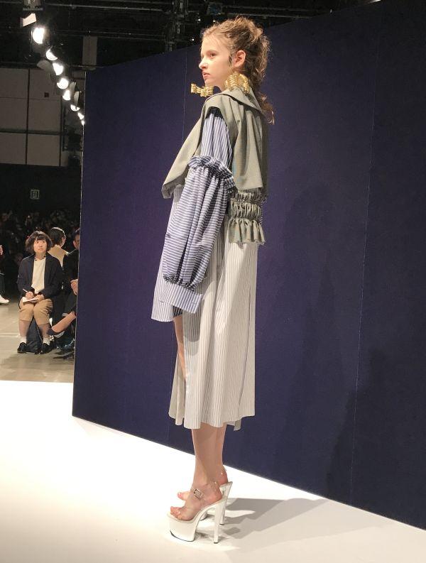 「AKIKOAOKI(アキコアオキ)」2017-18年秋冬東京コレクション