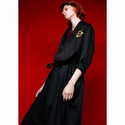 「MUVEIL」2017プレフォールからより抜き ファー襟の紺ブレや、ドッグ刺繍のスカジャン