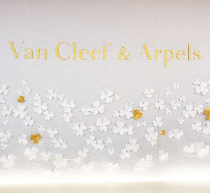 「ヴァン クリーフ&アーペル」の「frivole(フリヴォル)」の世界に浸る
