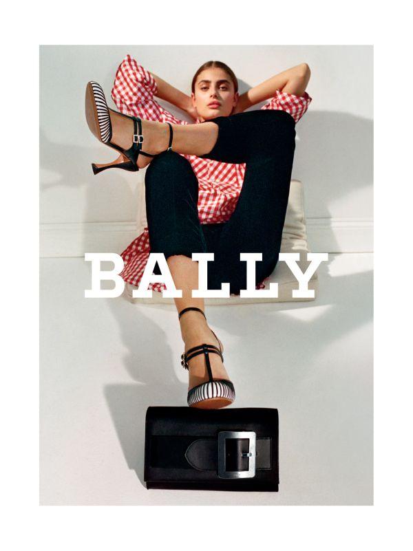 「BALLY(バリー)」2017年秋冬広告キャンペーンにテイラー・ヒルが登場