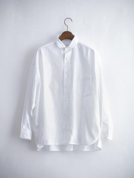 プロが推す!「TICCA(ティッカ )」のシャツと「MASTER & Co.(マスター&コー)」のチノパン