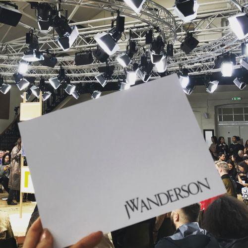 J.W.ANDERSON(J.W.アンダーソン)2018年春夏ロンドンコレクション