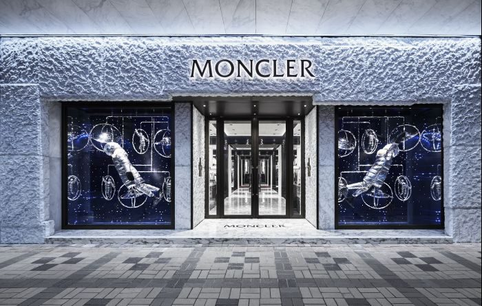 「MONCLER(モンクレール)」、香港でアートパフォーマンスを実施