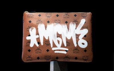 「MCM」、『GINZA』誌とコラボのクラッチポーチ発売