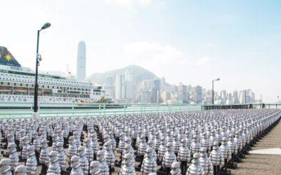 「MONCLER(モンクレール)」香港旗艦店がオープン アートパフォーマンスを実施