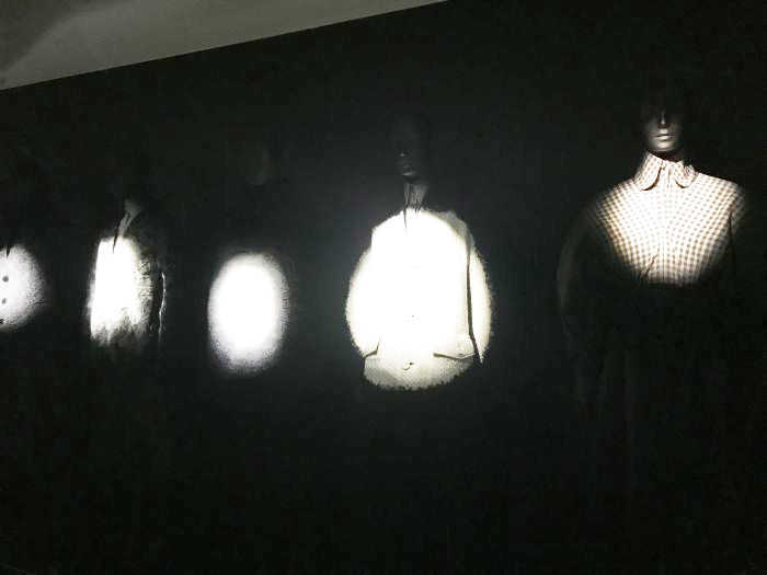 「ANREALAGE(アンリアレイジ)」の展覧会「A LIGHT UN LIGHT」