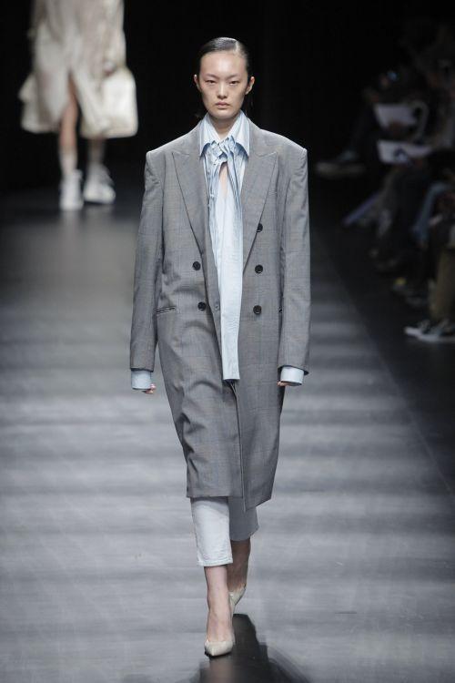 「DRESSEDUNDRESSED(ドレスドアンドレスド)」2018年春夏東京コレクション