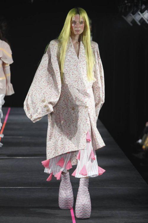 「MIKIO SAKABE(ミキオサカベ)」2018年春夏東京コレクション