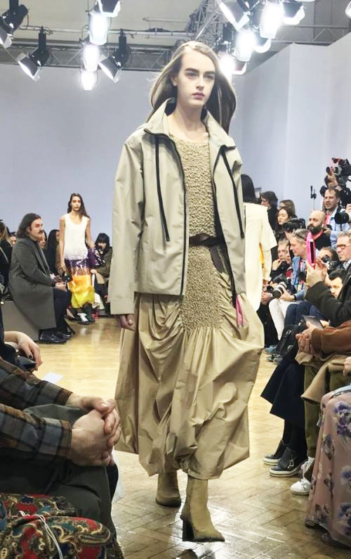 2017-18年秋冬ロンドン・ファッション・ウィークの風景 「JW ANDERSON」の挑戦 次世代を担う新たなフォトグラファーを発掘