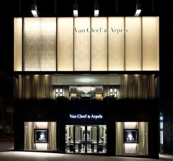 「ヴァン クリーフ&アーペル」、大阪の心斎橋店で花のアート展開催