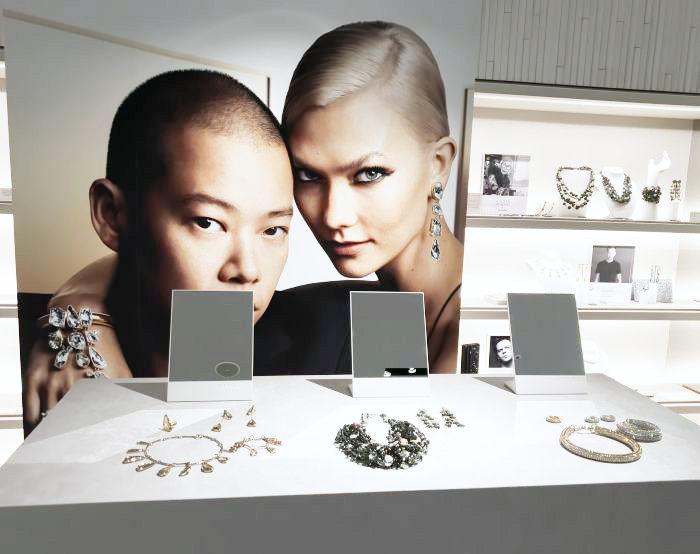 「スワロフスキー銀座」オープン10周年記念 Jawon Wu(ジェイソン・ウー)氏が来日