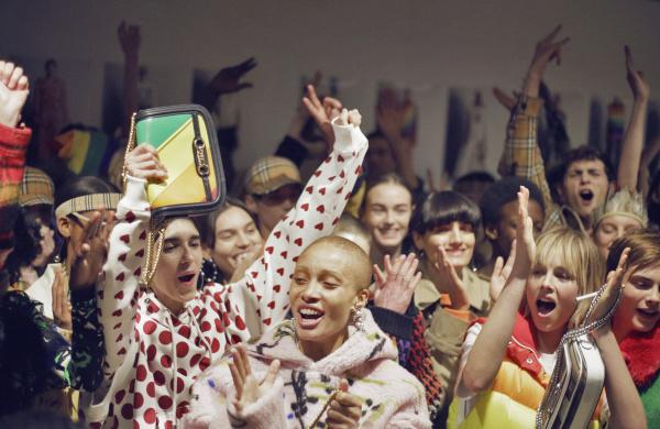 2018-19秋冬ロンドンコレクション~バーバリーの虹色チェック、ロンドンのテーマは「多様性」