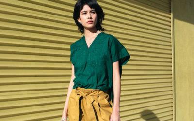 ユニクロ1990円のシャツを使いこなす休日スタイル