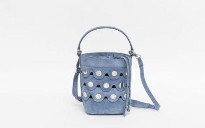 「PIERRE HARDY(ピエール アルディ)」、「ペニー バケツバッグ」の日本限定色を発売