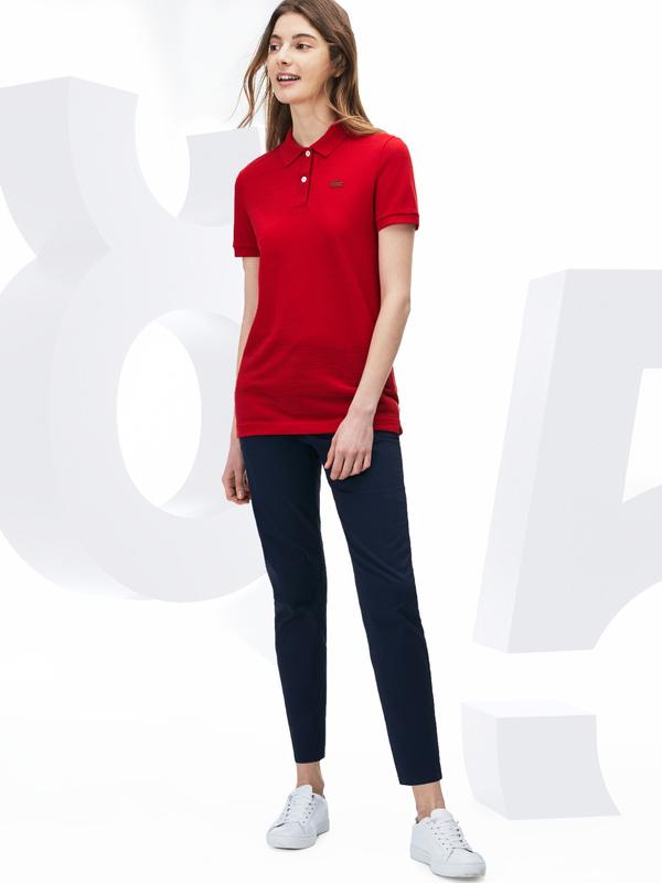 ラコステのポロシャツ、旬な着こなしと85周年復刻版も