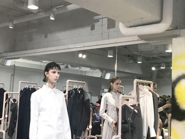 AKIKOAOKI(アキコアオキ)2018-19年秋冬東京コレクション