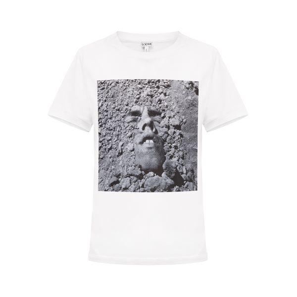 「LOEWE(ロエベ)」、チャリティーTシャツを発売 デイヴィッド・ヴォイナロビッチ氏の作品をフィーチャー