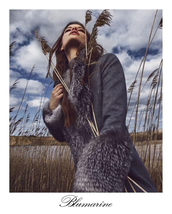 「Blumarine(ブルマリン)」「blugirl(ブルーガール)」、2018-19年秋冬コレクションの広告キャンペーンビジュアルを発表