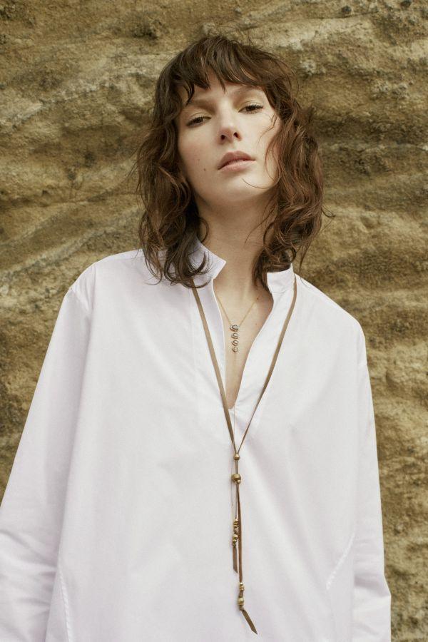 シャツを休日に着こなすコツはアクセサリーの使い方~「CHAN LUU WHITE(チャンルー ホワイト)」を参考に