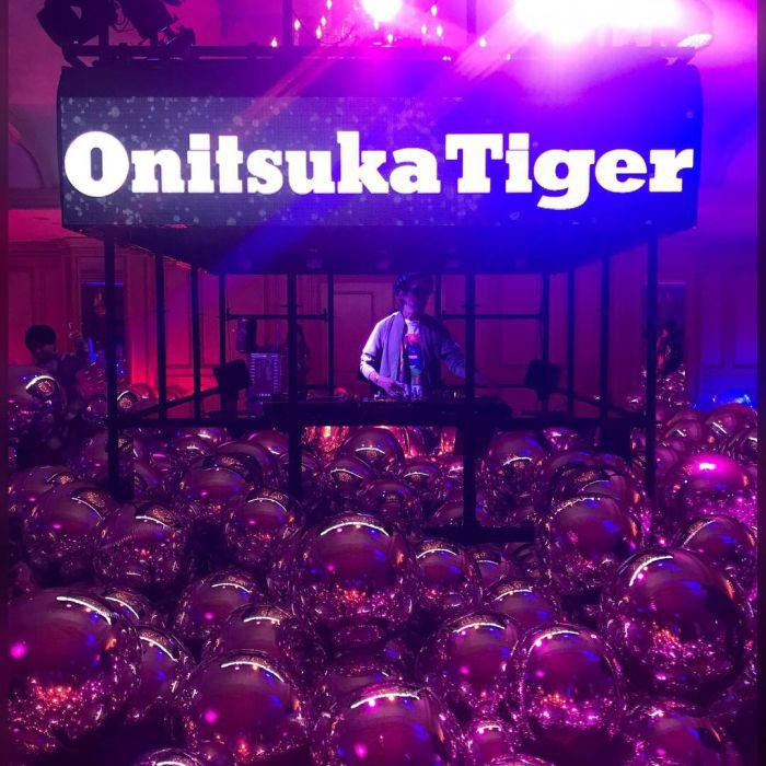 「Onitsuka Tiger(オニツカタイガー)」の2019年春夏コレクション、早稲田大学大隈記念講堂で発表