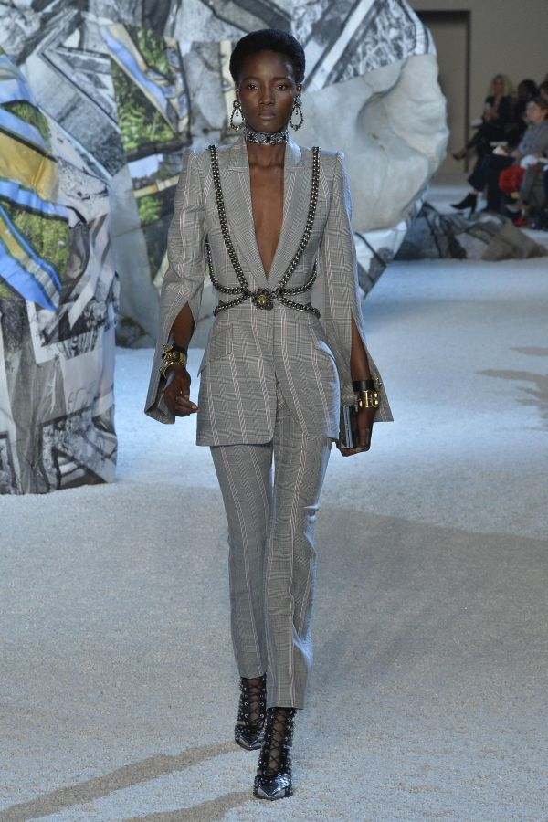 Alexander McQueen(アレキサンダー・マックイーン)2019年春夏パリコレクション