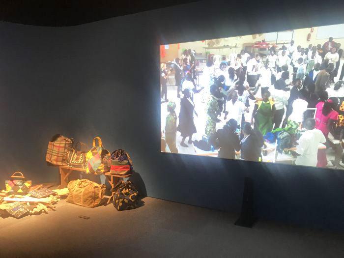 活動家としてのヴィヴィアン・ウエストウッドにフォーカス 「GET A LIFE!」展覧会