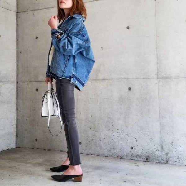 「パジャマシャツコーデ、スキニーデニム、カラージーンズ、マルチWAYのバッグ」着こなし @ EDITOR'S CLIPS