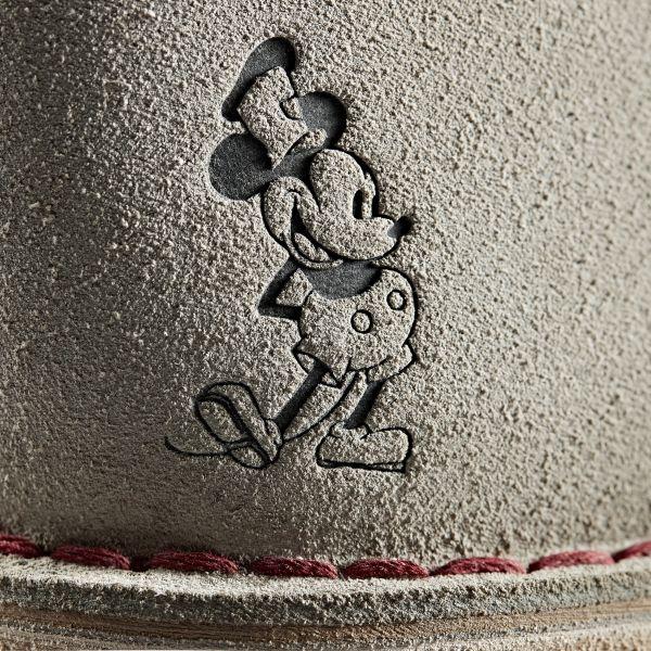 クラークス オリジナルズ、ミッキーマウスの90周年記念のデザートブーツ発売