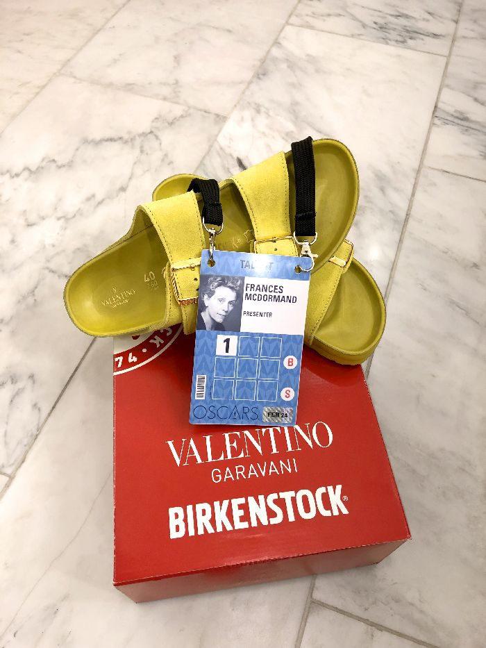 アカデミー賞の授賞式で、「BIRKENSTOCK(ビルケンシュトック)」のサンダルが登場