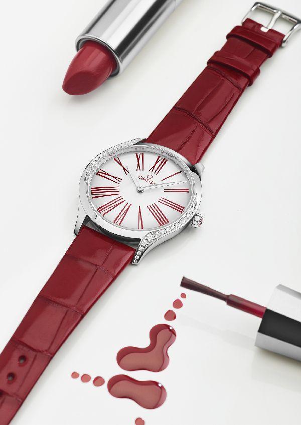 「OMEGA(オメガ)」の「トレゾア レディス コレクション」に鮮やかレッドの新モデル登場