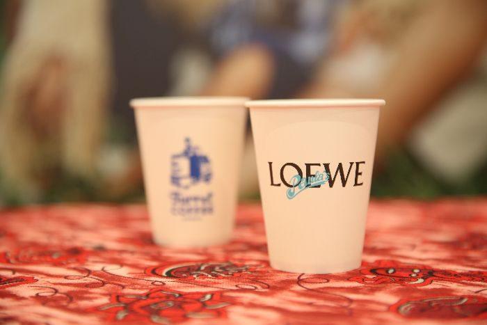 「LOEWE(ロエベ)」のトレイラー型移動式ポップアップストア開幕、お披露目イベントにセレブゲストが来場