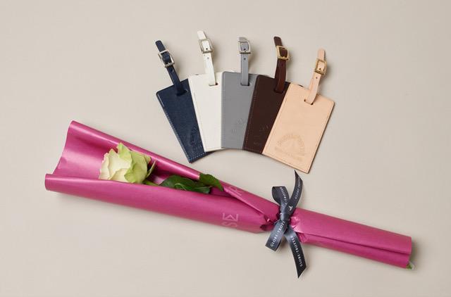 「GLOBE-TROTTER(グローブ・トロッター)」、バラとレザー小物のギフトセットを発売