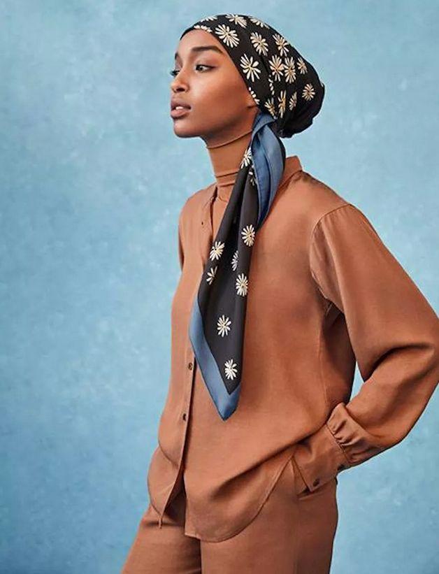ターバンに真知子巻きも 春気分がアップするスカーフ使いをチェック!