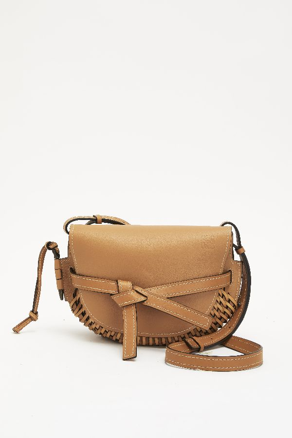 「LOEWE(ロエベ)」、職人技にインスパイアされたスペシャルバッグを発売
