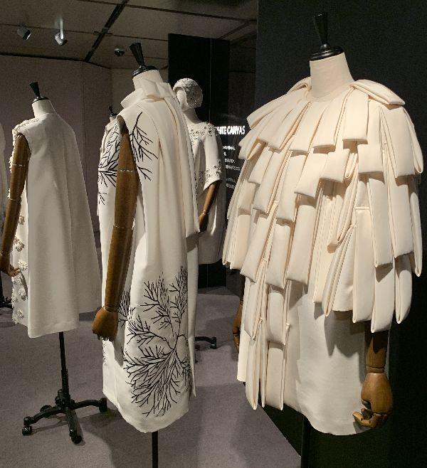「MIKAKO NAKAMURA(ミカコ ナカムラ)」の中村三加子デザイナーのデビュー15周年記念展、和光ホールで開催