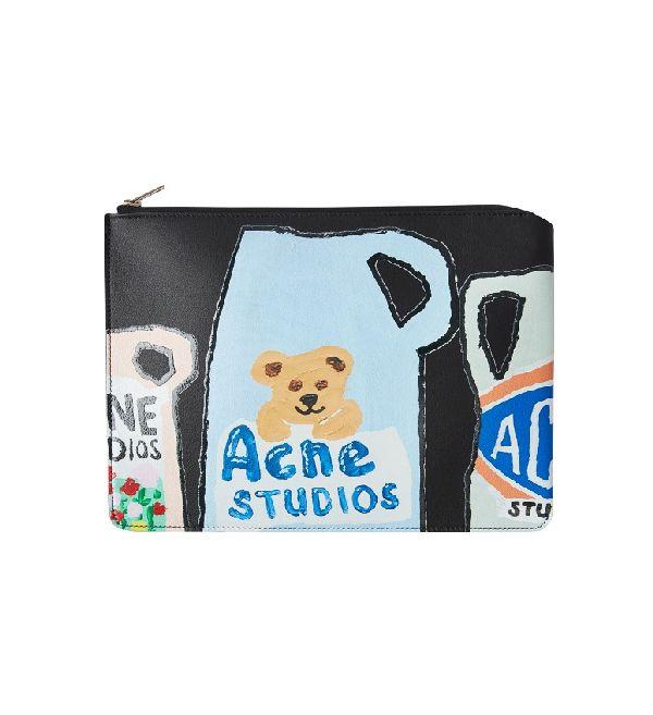 アクネ ストゥディオズ、「洗剤パッケージ」モチーフのカプセルコレクションを発表 LAのアーティストとコラボ