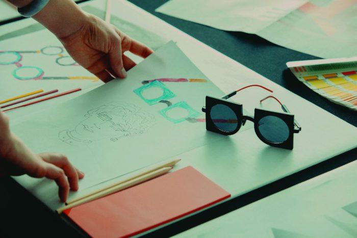 「MAX MARA(マックスマーラ)」、限定サングラス「NEOPRISMS(ネオプリズム)」を発表 アートなシルエットが印象的