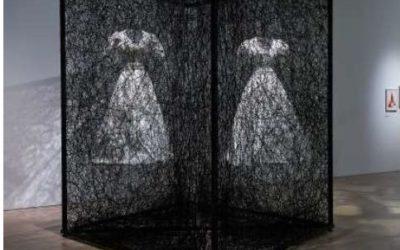 「塩田千春展」に「Alcantara®(アルカンターラ)」を提供 アート作家とコラボ
