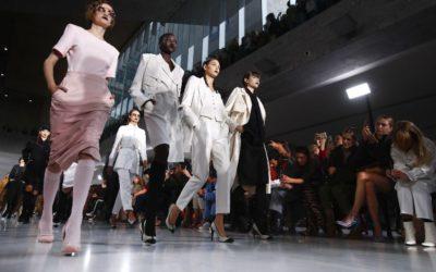 「MAXMARA(マックスマーラ)」、2020年春夏コレクションを発表 女性スパイ風の凜々しい装い