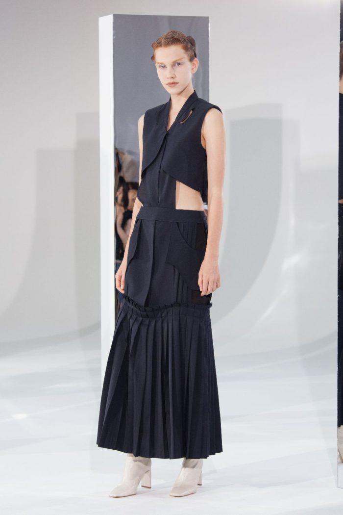 「AKIKOAOKI(アキコアオキ)」、2020年春夏コレクションを発表 ユニフォームと民族衣装がテーマ