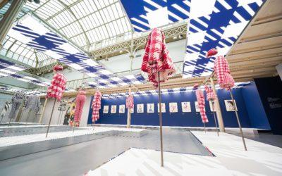 パリのアズディン・アライア財団、「ANOTHER WAY LOOK AT FASHION」展を開催