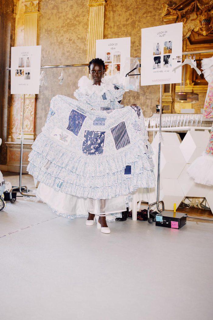 Viktor & Rolfのオートクチュールコレクションで、「メリッサ×ヴィクターアンドロルフ」のコラボシューズ&バッグが登場