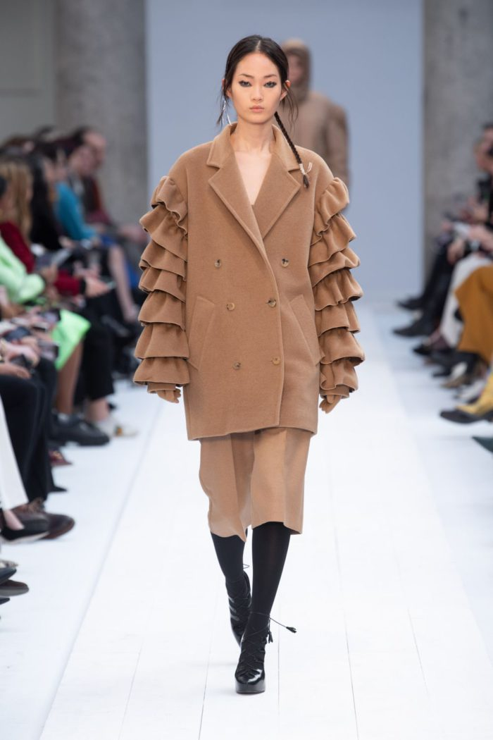 「MAXMARA(マックスマーラ)」、2020-21年秋冬コレクションを発表 「マリン」をテーマに多彩なコート