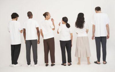 「COS(コス)」、白Tシャツの限定コレクションを発売
