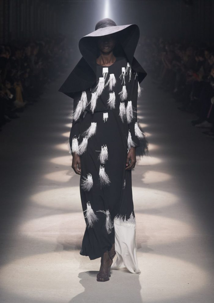 「GIVENCHY(ジバンシィ)」、2020-21年秋冬コレクションを発表